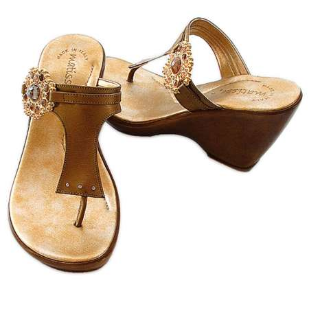 Medallion T Strap Wedge in Gold